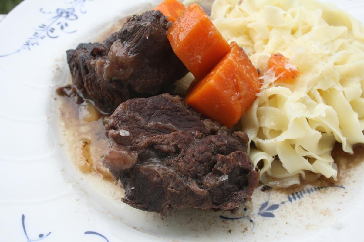 Joues de boeuf confites basse temp rature la cuisine en - Cuisiner de la joue de porc ...